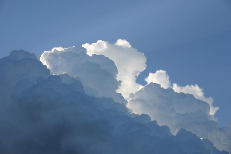 Himmel blau weißer Wolkenberg